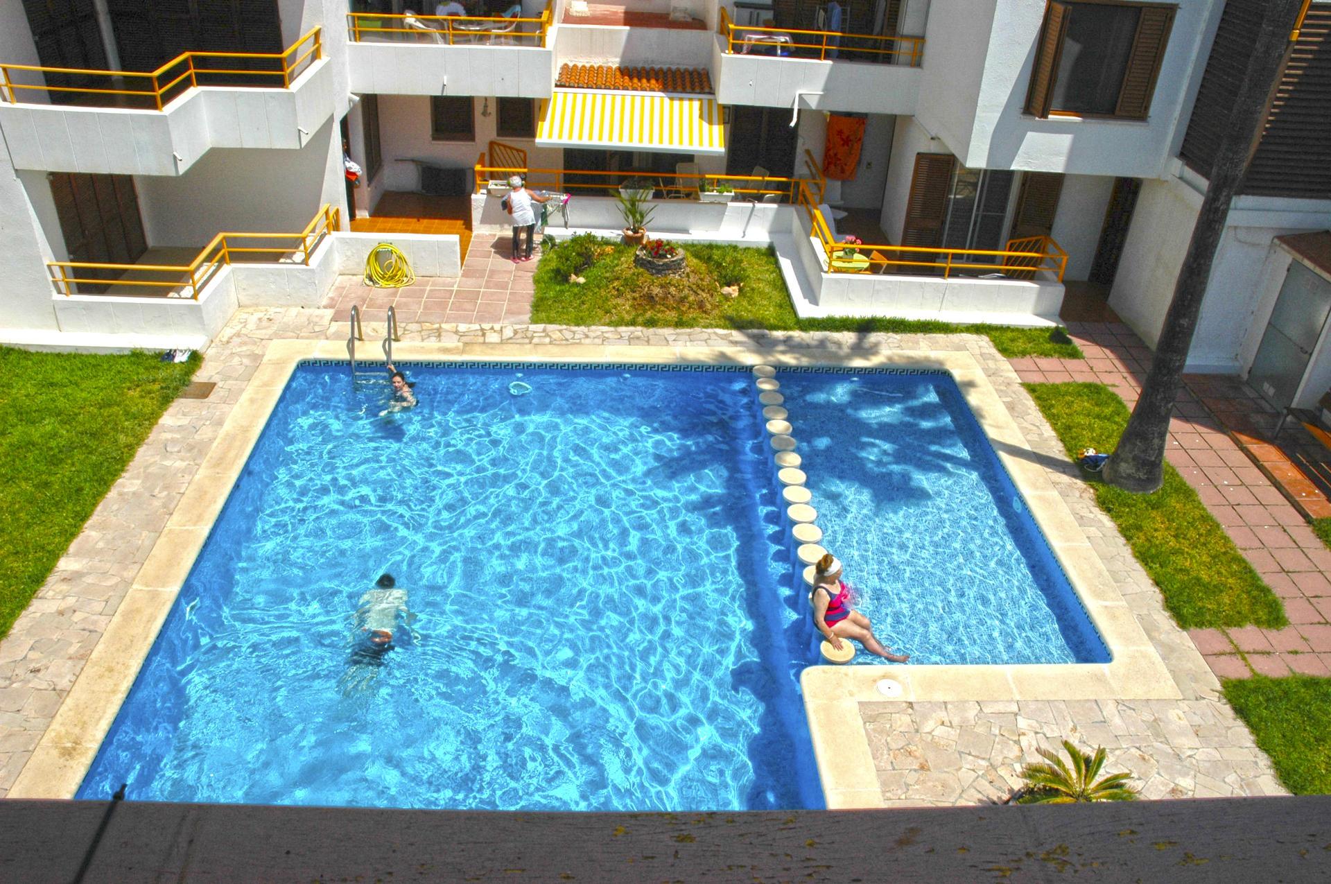 Apartamento -                                       L´ampolla -                                       2 dormitorios -                                       4 ocupantes